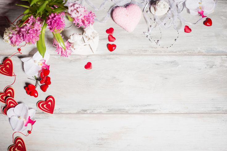 Fondo con corazones y flores para el día de San Valentín | Banco de Imágenes Fondo con corazones y flores para el día de San Valentín         |          Banco de Imágenes