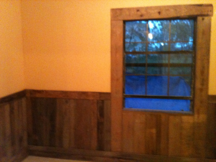 Pallet Boards For Rustic Look On Bedroom Wall And Window