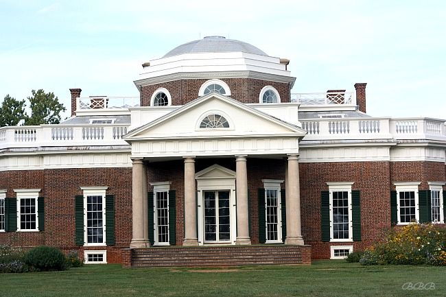 Take a few minutes to see some gorgeous pictures of Thomas Jefferson's home  - Monticello and find out some fascinating facts about chocolate. #chocolatehistory