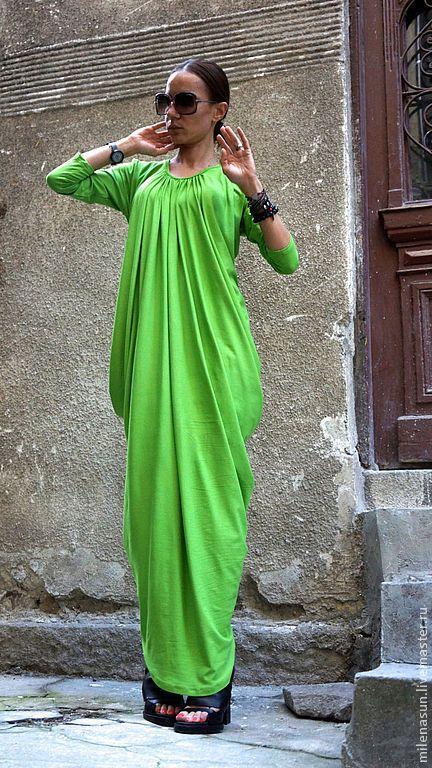 Зеленое платье с желтым бантом