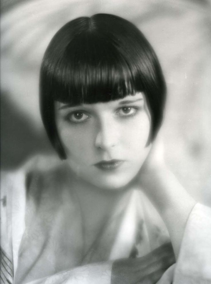 silent film star louise brooks Louise brooks, the silent movie actress from small-town kansas whose helmet of bobbed brunet hair became her trademark and a symbol of the disdainful flapper of the 1920's, died of a heart attack .