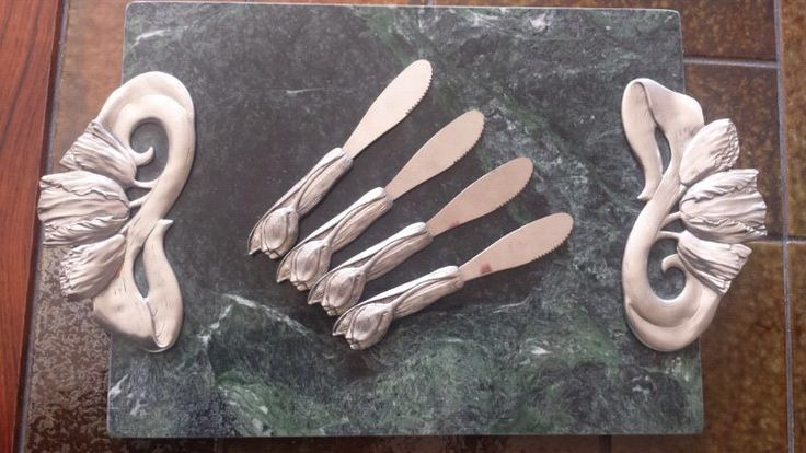 Seagull Pewter Marble Cheese Tray - with matching Pate Knives/Spreaders, dated 1991 - Tulips Motif.