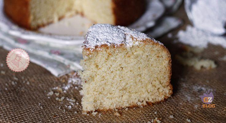 La torta 5 minuti si prepara senza sbattitori, senza burro né olio è sofficissima e ha un impasto sodo perfetto da arricchire e nulla cade sul fondo.