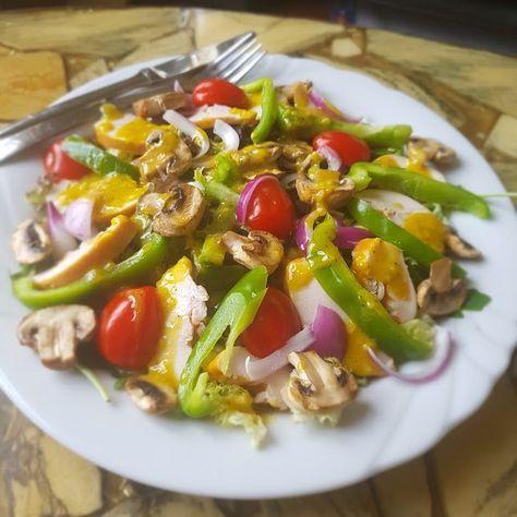 Koolhydraatarme Salade gerookte Kip. Heerlijke zomerse salade met een honing mosterd dressing. Boordevol eiwitten, groenten en gezonde vetten