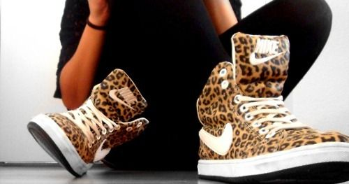 You could never catch me in animal print, buttt these are the most amazing blooody dunks i've seen !  nike <3