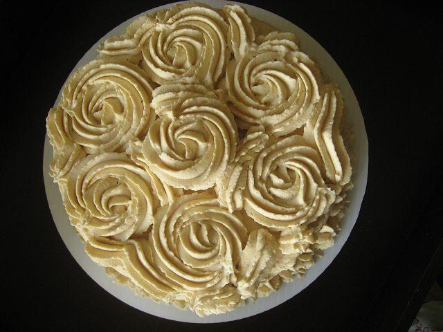 Torta de merengue lucuma / Lucuma meringue cake  This looks and sounds  sooooooooo gooooood!