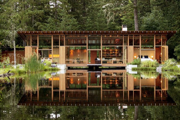静謐な池の水面に佇む家 オレゴン州ニューバーグ