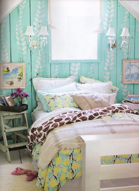 Very bright colours but still a rustic touch thanks to to wooden wall... Love it!