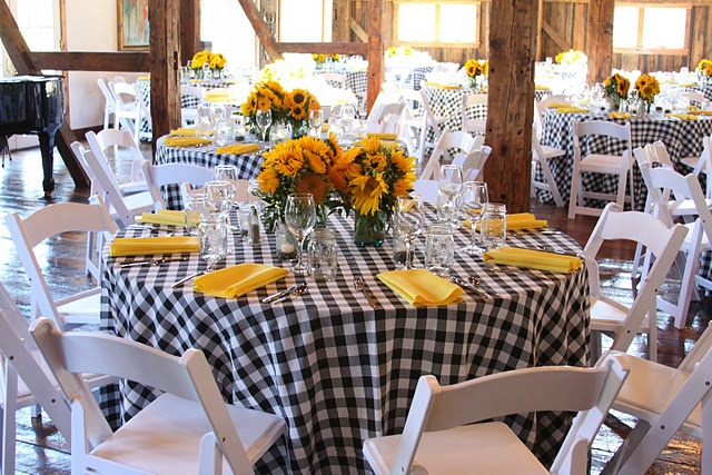 rustic country. Love the table cloths. Exactly what I have in mind!