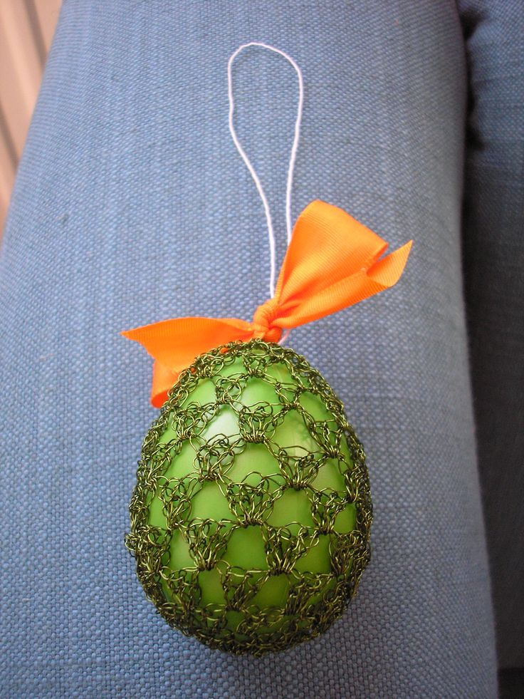 Drátkem obháčkované velikonoční vajíčko