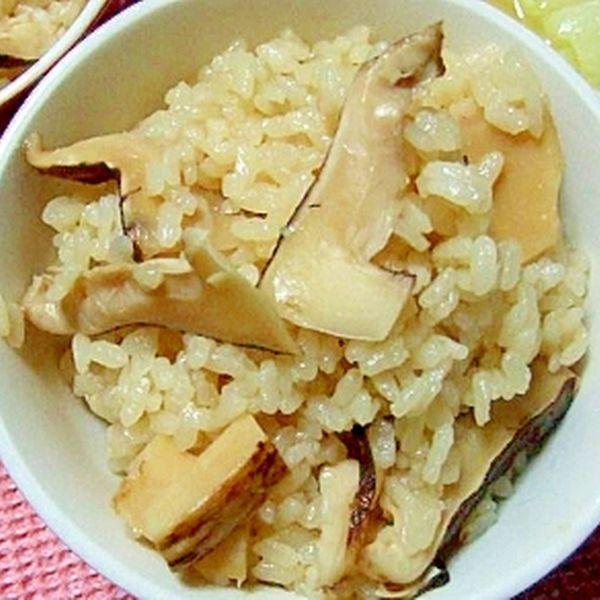 香り豊かな松茸ご飯