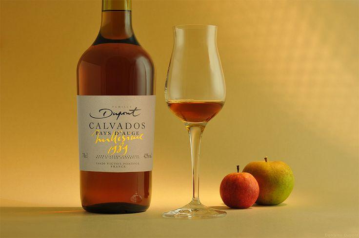 Крепкий яблочный напиток кальвадос определенно один из главных символов Нормандии наряду с камамбером. И если в чистом виде кальвадос не придется по вкусу, попробуйте смешать коктейль на его основе, который согреет холодной осенью и напомнит о прекра