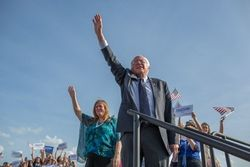 Bernie Offers DNC Chair Debbie Wasserman Schultz 2016 Advice