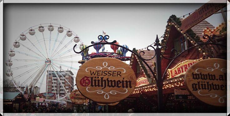 Weihnachtsmarkt Rostock  -  Von der Ferienwohnung Graal-Müritz-Appartement zum Rostocker Weihnachtsmarkt ist es nicht weit. Verbringen Sie ein erholsames Adventswochenende an der Mecklenburger Ostseeküste in der Ferienwohnung in Graal-Mueritz.  www.graal-mueritz.info
