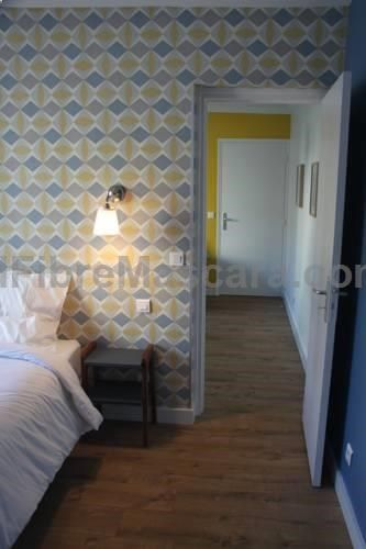 Les Toits de Paris Paris Les Toits de Paris is situated in Paris, 1.1 km from Paris Expo - Porte de Versailles and 1.8 km from Eiffel Tower. Certain units have a seating area to relax in after a busy day. You will find a kettle in the room.