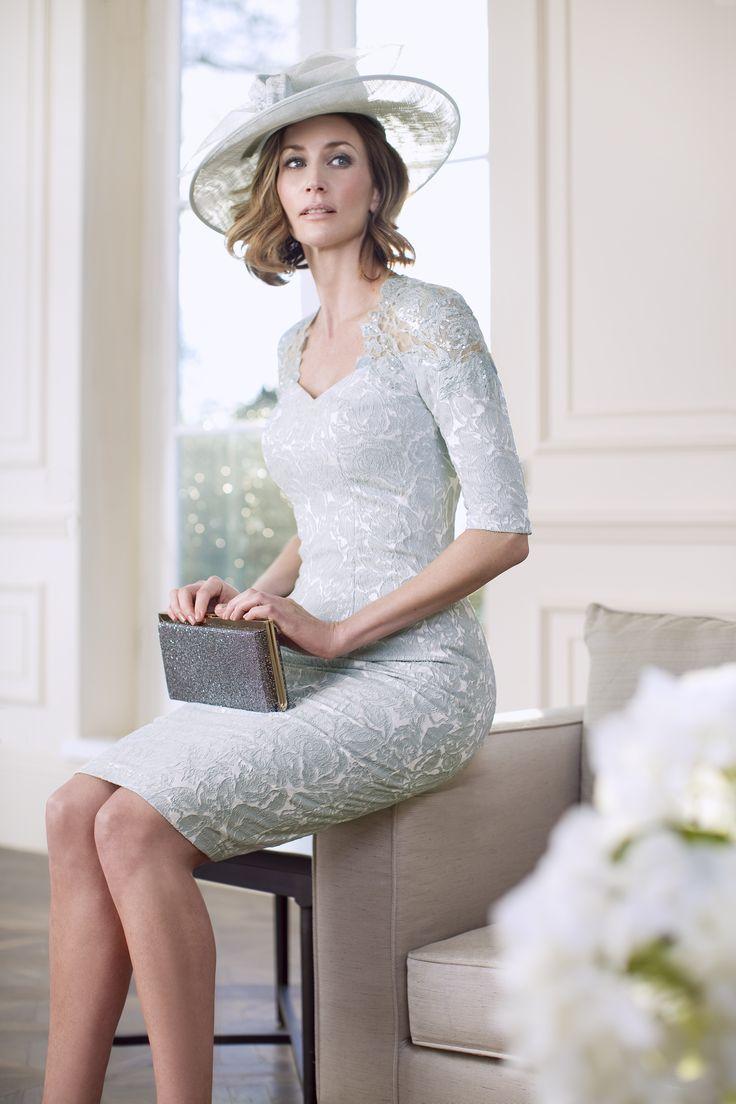 Eisblaues Kleid für die Brautmutter – von John Charles #JohnCharles #Brautkleider2016 #brautmode2016 #Hochzeit #wedding