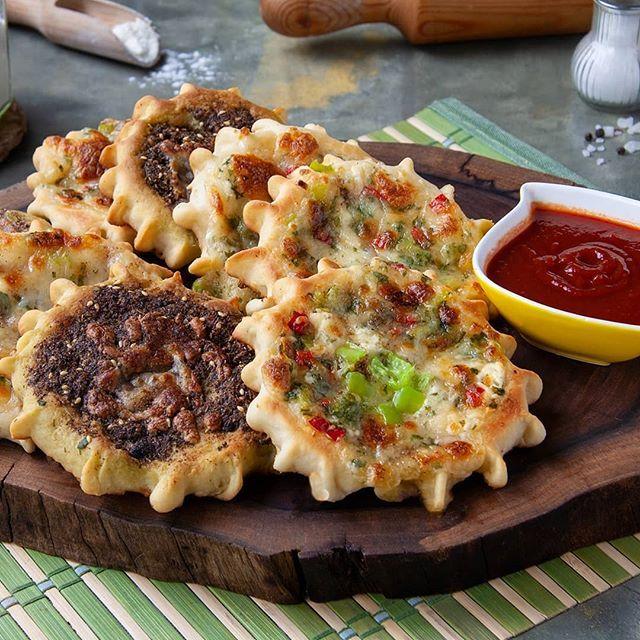 طريقة تحضير منافيش بالزعتر Manakesh Thyme Middle East Recipes Bread Baking Food