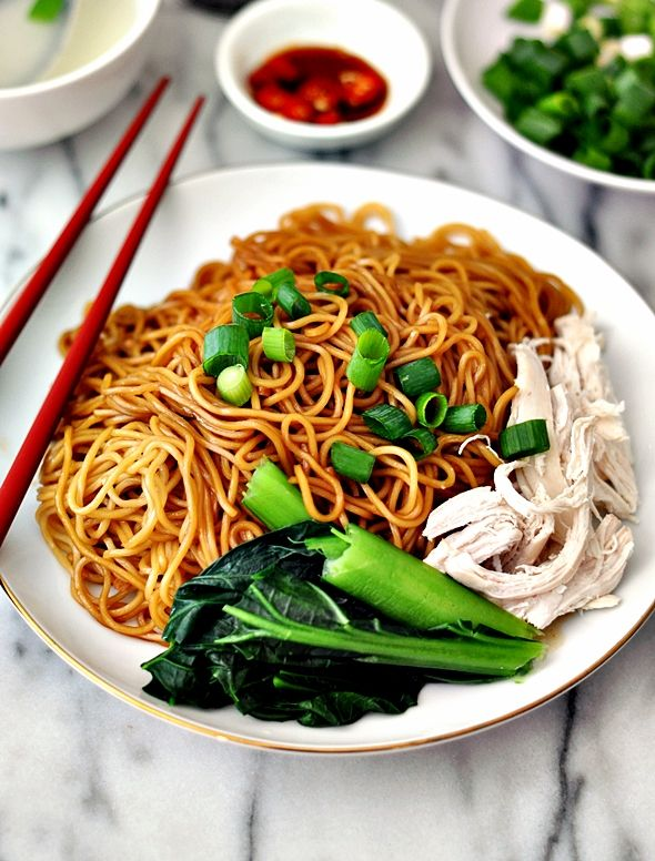 Dry Wonton Noodles with Poached Chicken (Konlo / Kolo Mee) - Fuss Free Cooking