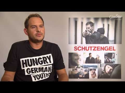 ▶ THIS IS IN GERMAN Schutzengel Interview - Moritz Bleibtreu - YouTube Bleibtreu was born in Munich, the son of Austrian-born parents, actors Hans Brenner (de) (from Innsbruck) and Monica Bleibtreu (from Vienna), and the great-grand-nephew of the actress Hedwig Bleibtreu. Bleibtreu grew up in Hamburg.