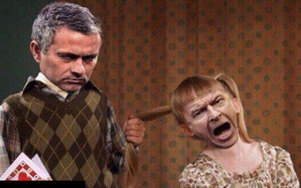 Śmieszne zdjęcie dwóch wielkich trenerów • Jose Mourinho ciągnie Arsene'a Wengera za włosy • Wenger dziewczynką • Zobacz więcej >> #memes #football #soccer #sports #pilkanozna #funny