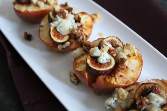 Apples with Figs and Walnuts. How light and elegant! #WALNUTS #APPLES ...