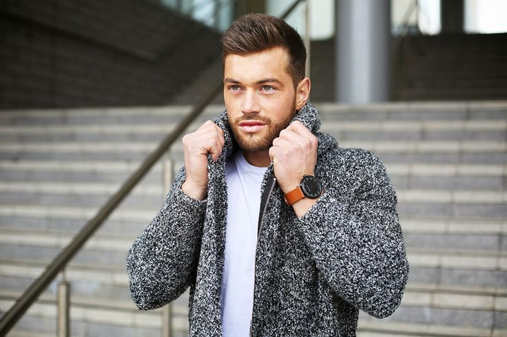 Ali is teaming our Tan & Black timepiece with the perfect tran-seasonal Autumn outfit. | The Fifth Watches // Minimal meets classic design: www.thefifthwatches.com