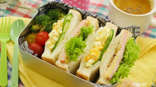 なんと10分で完成!今回はピクニックや毎日のお弁当にぴったりの「サンドイッチ弁当」のレシピをご紹介!ハムカツサンドにたまごサンド、3種類のサンドイッチが簡単に作れますよ。たまごサラダを時短で作る方法もぜひ動画でチェックしてくださいね♪ ■食材 (2個分) ・食パン(6枚切り):2...