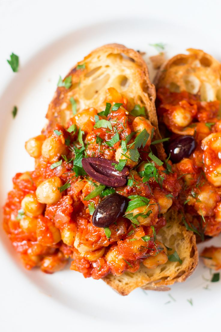 Greek chickpeas on toast is a quick and simple dish that makes a very tasty and nutritious breakfast, lunch or dinner. It's naturally vegan and gluten-free.