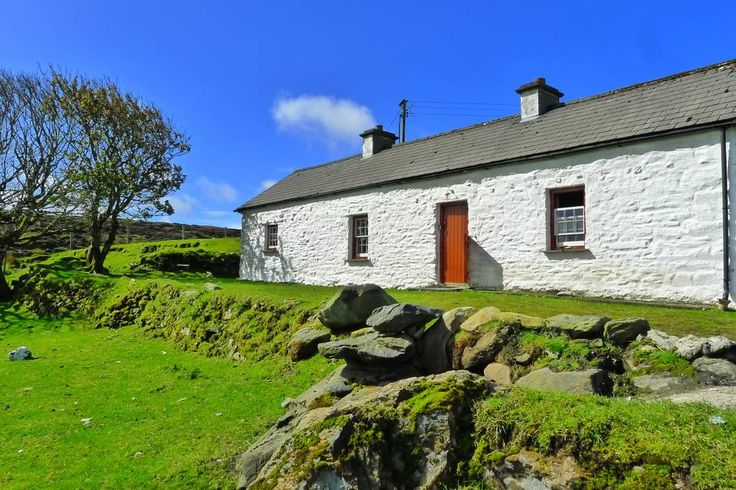 Entire home/apt in Donegal, Ireland. Named in the Sunday Times (Travel) as one of 'Top 20 Places for the Summer in UK or Ireland' 2012!  Note - this listing has 'live' and correct availability - you can book instantly - no need to enquire if there is availability  - the calendar is c...