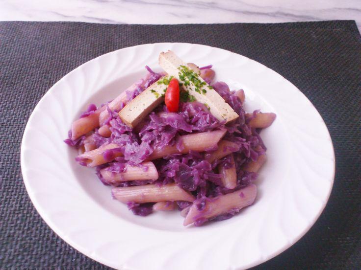 Homemade red cabbage apple penne w/ smoked tofu! #vegan #organic #glutenfree #healthyeating #nutrition #food