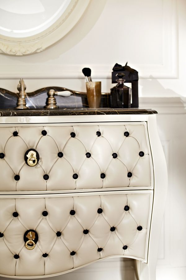 Cameo furniture avorio lacquered and lamb leather drawers. Top in nero saint-laurent marble