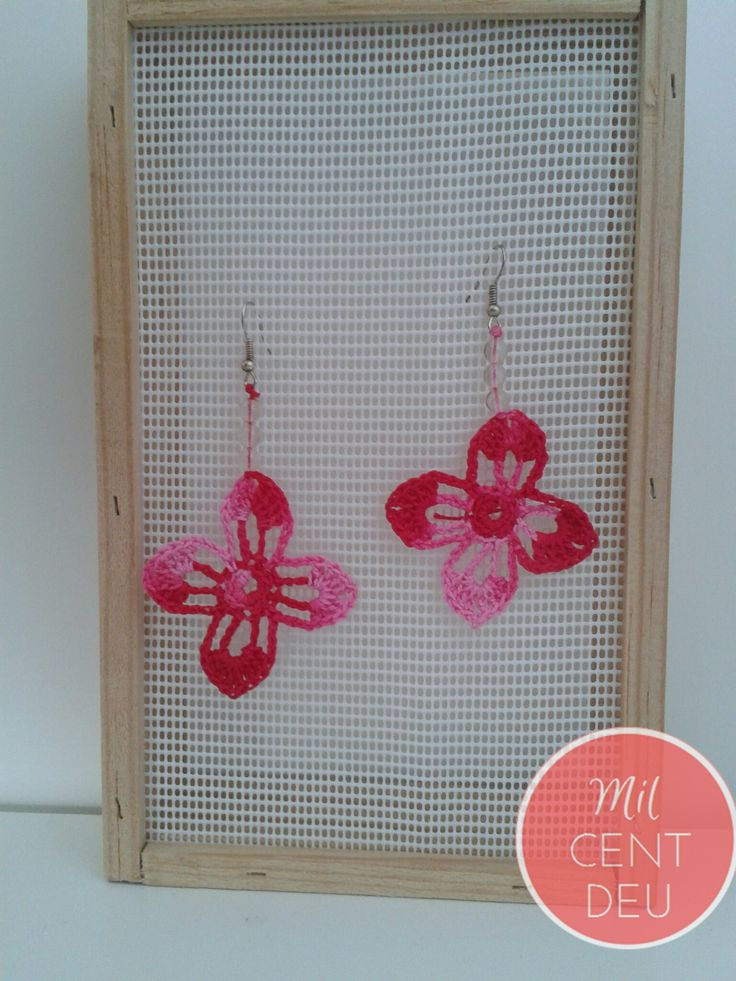 http://milcentdeu.es/2-pendientes-crochet-rosa/
