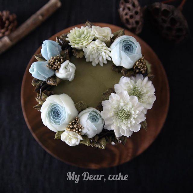- 나의 리스 사랑 🌾🌾 - #flowercake  #koreancake l #cakedesign #cakeart #artist  #cakeartist #floral #cakeclass #mydearcake #bakingstudio #플라워케이크 #flowercakeclass  #cakeclass #เค้กช่อดอกไม้ #เค้กดอกไม้ #鮮花蛋糕 #마이디어 #노필터 #nofilters #buttercream #flowers #꽃스타그램 #소국 #스카비오사 #scabiosa