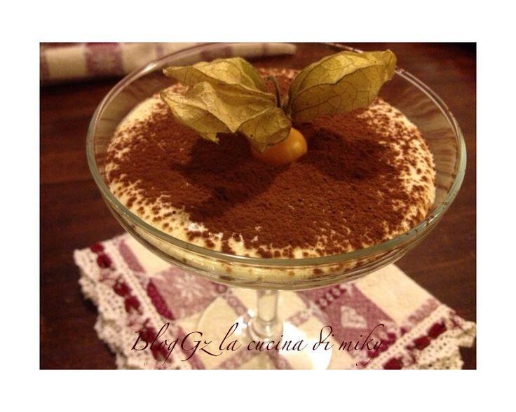 La crema al mascarpone in coppa e' un dessert sublime e goloso da servire al cucchiaio o accompagnata al pandoro o panettone!