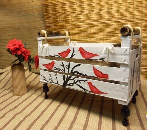 Revistero estilo rustico artesanal de pajaritos rojos   Feria Central