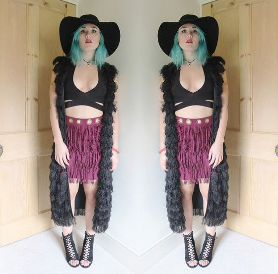 Get this look: http://lb.nu/look/7741198  More looks by Alex MacEachern: http://lb.nu/bambellablog  Items in this look:  H&M Black Wide Brim Hat, Boohoo Black Strappy Crop Top, H&M Black Tassel Long Gilet, Boohoo Maroon Plumb Tassel Mini Skirt, Boohoo Black Lace Up Peep Toe Boots   #bohemian #gothic #romantic #blog #fashion #black #pastelhair #colouredhair #fashionblogger