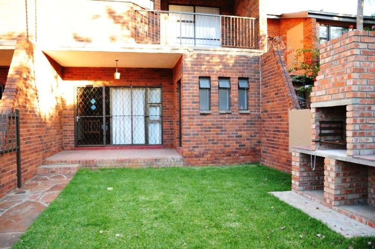 Executive Self-Catering - Situated in the historical Belgravia area in Kimberley, this lovely townhouse offers guests three comfortable bedrooms.  The rooms are furnished with single beds and share two bathrooms.  Linen and towels ... #weekendgetaways #kimberley #southafrica