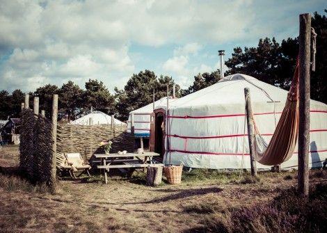 2/3 pers. Yurt  Description: HET BETOVERENDSTE THUIS OP TEXEL Sfeervolle luxe en compleet ingerichte nomadische woontent YURT voorzien van 2 bedden en houtgestookt fornuis.(vloeroppervlak 30 m2) Prettige en knusse tweepersoons yurt waarin ook nog ruimte is voor een extra veldbed. Midden in Nationaal Park ?Duinen van Texel? op een van de mooiste plekken van kampeerterrein Loodsmansduin staan 12 schitterende Mongoolse yurts.Yurt of Ger in het Mongools betekent ?thuis? en is dan ook veelzeggend…
