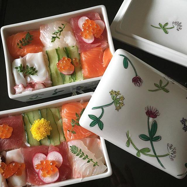 遅寝遅起きも今日で終わり ・ 娘の帰省もなくお客様もない夏休み ・ いよいよ最後の今日はモザイク寿司を作ってみました ・ ・ ・ #モザイク寿司 #sushi #栗原はるみ #食器