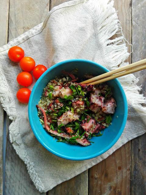 Esta salada fresca de quinoa e pota é muito fácil de fazer e uma ótima marmita sem necessidade de aquecer no micro-ondas.