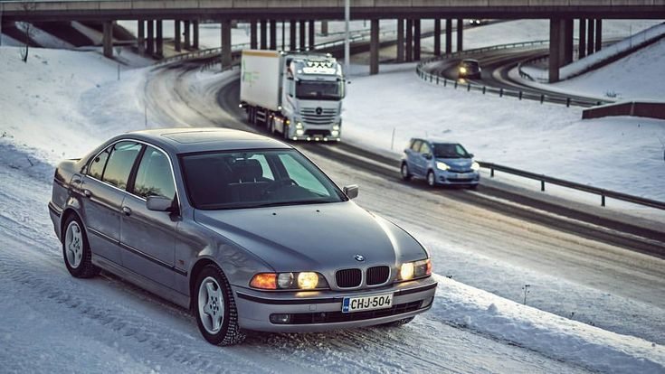 Sold my E39 a while ago. 😢 It was almost 22yo and had 421 000km on the clock and still it was working fine. Though I think timing chain would have had to be replaced soon. Maybe I need to buy new one some day.. It must be one of the best bmw models or what do you think?  #e39fanatics #longlivethe90s #bmw #e39 #525tds #diesel #6cylinder #aspensilber #m51d25