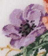 Diese Anemonies werden von Hand genäht als Petit-Point auf einer weißen Leinwand. Ruhen auf einem Bett aus blauen, grünen Blättern, betonen die schwarze Staubgefäße Zentren der vier Blütenstände der unterschiedlichen Schattierungen von rot und violett. Zwei goldene gelbe Zweige Blätter betonen das zierliche Aussehen der Blumen. Professionell gerahmt in einem Holzrahmen mit einer mattierten Doppelbogen präsentiert die Anemonies.  Das gerahmte Bild Abmessungen 15(38cm) breit und 10(25cm) hoch…