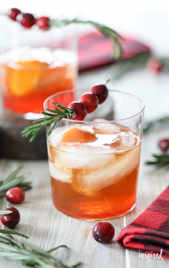 Cranberry Old Fashioned - 10 Christmas Cocktail recipes #christmas