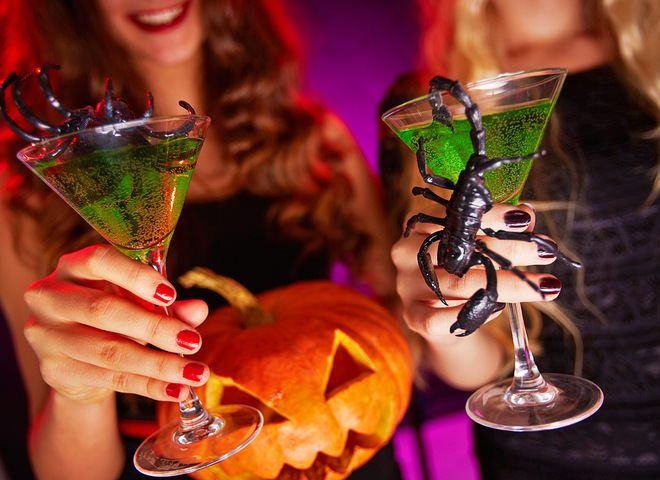 Коктейли на Хэллоуин   Ссылка на рецепт - https://recase.org/koktejli-na-hellouin/  #Напитки #блюдо #кухня #пища #рецепты #кулинария #еда #блюда #food #cook