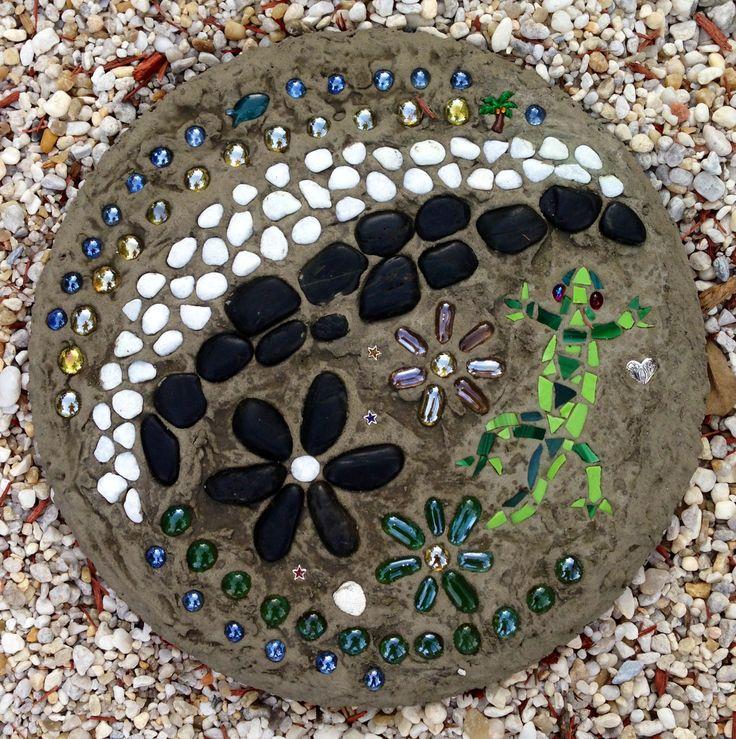 Gecko design stepping stone