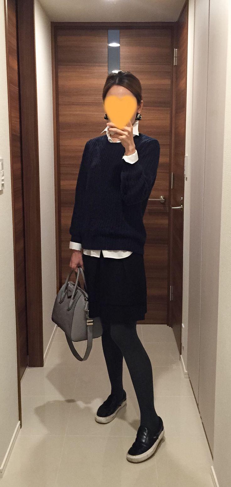 Navy sweater: Theory, White shirt: Maker's Shirt Kamakura, Black skirt: UNTITLED, Grey bag: GIVENCHY, Leather slip-ons: VANS