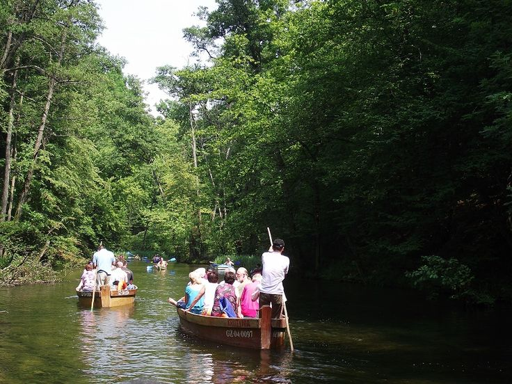 Brzegiem Krutyni prowadzi ładna, osłonięta cieniem drzew alejka.  fot. Mrągowskie Centrum Informacji Turystycznej