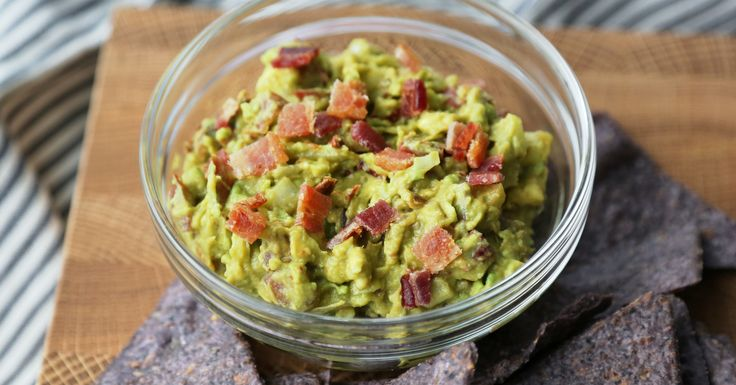 I thought I knew how to make good guacamole until I tried this bacon guacamole recipe. It seems like such an obvious pairing, but I've rarely (aside from Taco Bell) eaten bacon in Mexican dishes. I went in expecting the guac to be good, though not