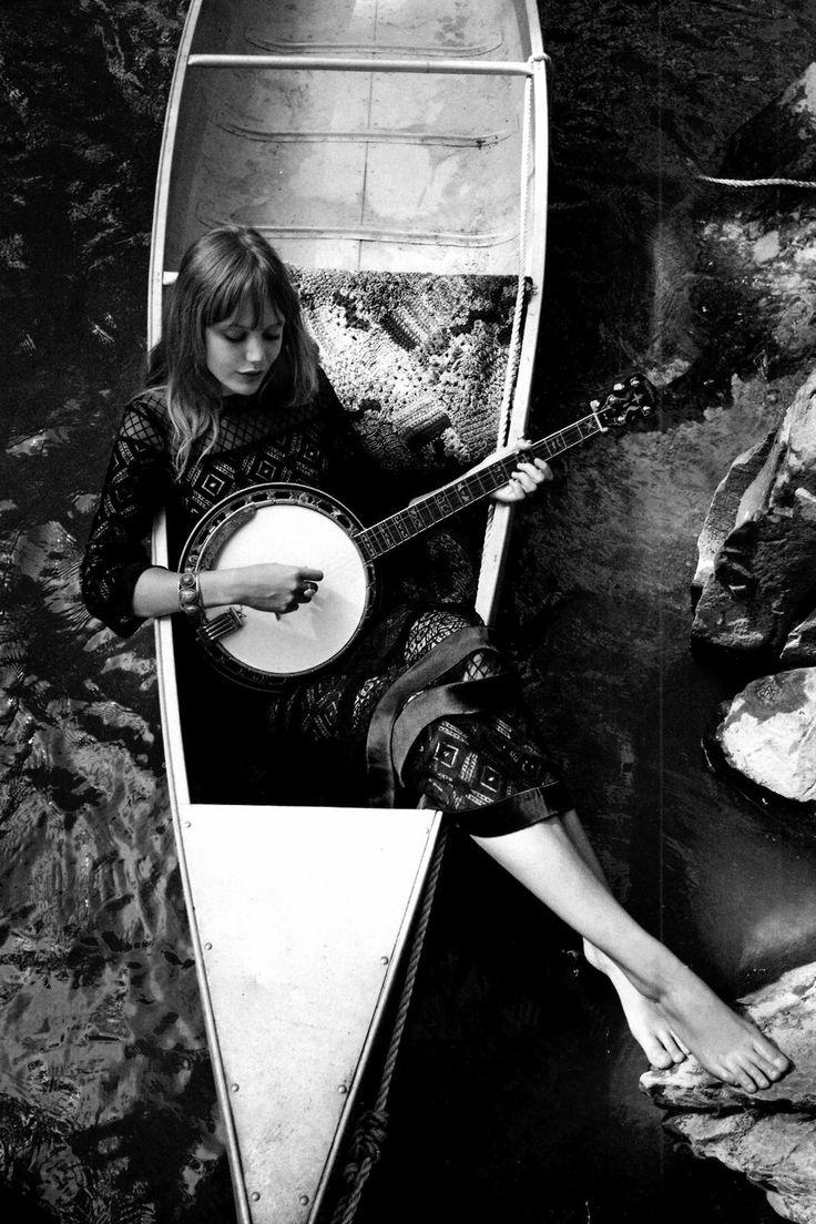Frida Guzsstavson, 70's folk