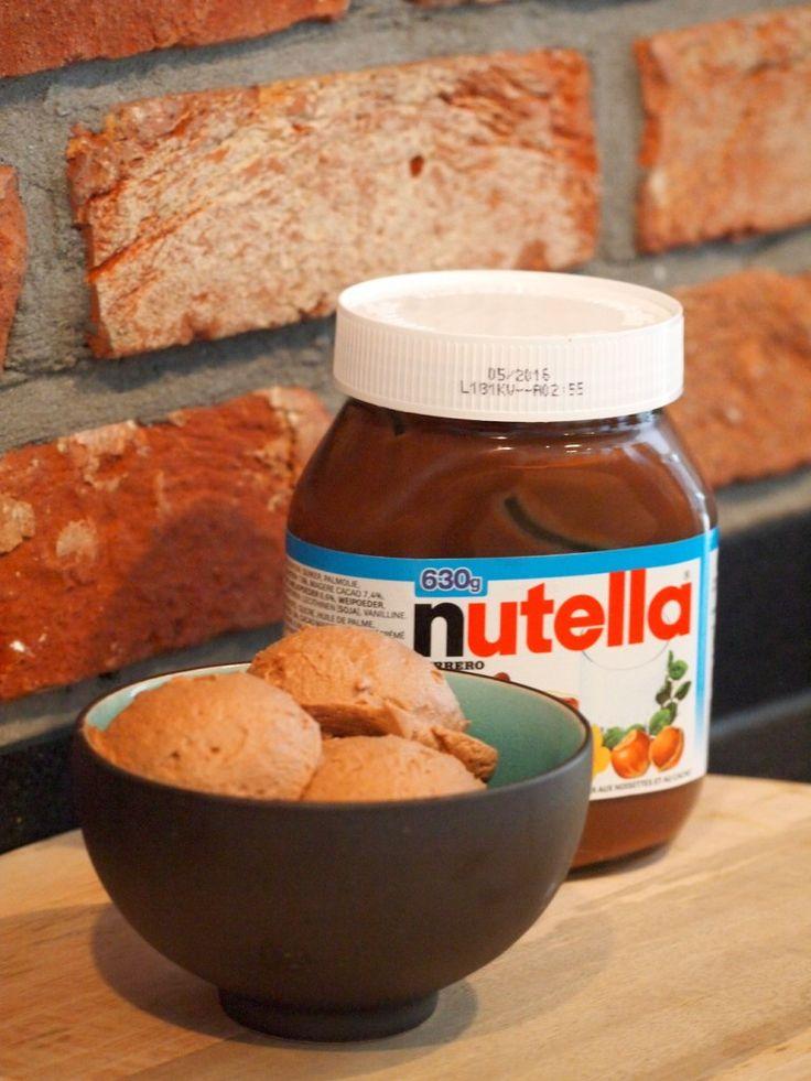 Met slechts 2 ingrediënten maak je deze heerlijke Nutella Chocolademousse. Kind kan de was doen… en de kom uit likken in dit geval!